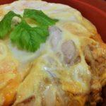 鶏団子スープと南高梅がセットでマル得な鶏三和の親子丼